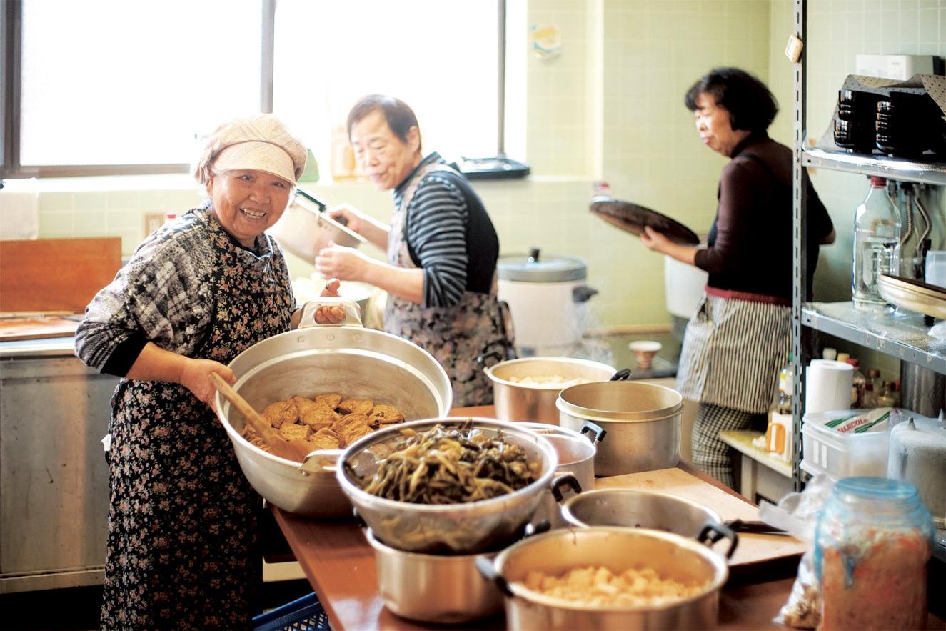 報恩講料理の料理風景
